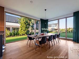 Dom w Zawadach - Duża zamknięta biała jadalnia jako osobne pomieszczenie, styl nowoczesny - zdjęcie od 4ma projekt