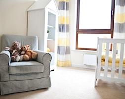 Pokój dziecinny - Średni beżowy pokój dziecka dla chłopca dla dziewczynki dla niemowlaka dla malucha, styl nowoczesny - zdjęcie od GALERIE VENIS DESIGN STUDIO