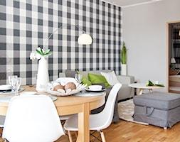 Nowoczesne mieszkanie z barwnymi akcentami - Średnia otwarta szara jadalnia w salonie, styl nowoczesny - zdjęcie od GALERIE VENIS DESIGN STUDIO - Homebook