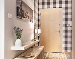 Nowoczesne mieszkanie z barwnymi akcentami - Hol / przedpokój, styl nowoczesny - zdjęcie od GALERIE VENIS DESIGN STUDIO - Homebook