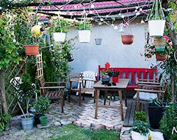 Kwietna pergola - Średni ogród za domem z pergolą, styl rustykalny - zdjęcie od Małgorzata Śleboda