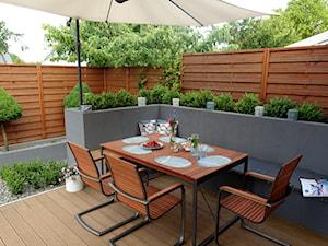 Czym ogrodzić taras? 5 pomysłów na ogrodzenie tarasu