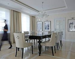 aranżacja wnętrz Koszalin / dom pod Tychowem - Duża otwarta beżowa jadalnia jako osobne pomieszczenie, styl glamour - zdjęcie od Fabrykawnetrz