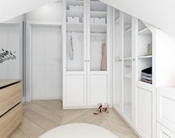 Dom dla rodziny - Mała otwarta garderoba, styl eklektyczny - zdjęcie od BEZ CUKRU studio projektowe