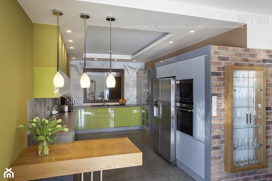 Dom w Raculi  Średnia otwarta kuchnia w kształcie litery   -> Kuchnia Sufit Led