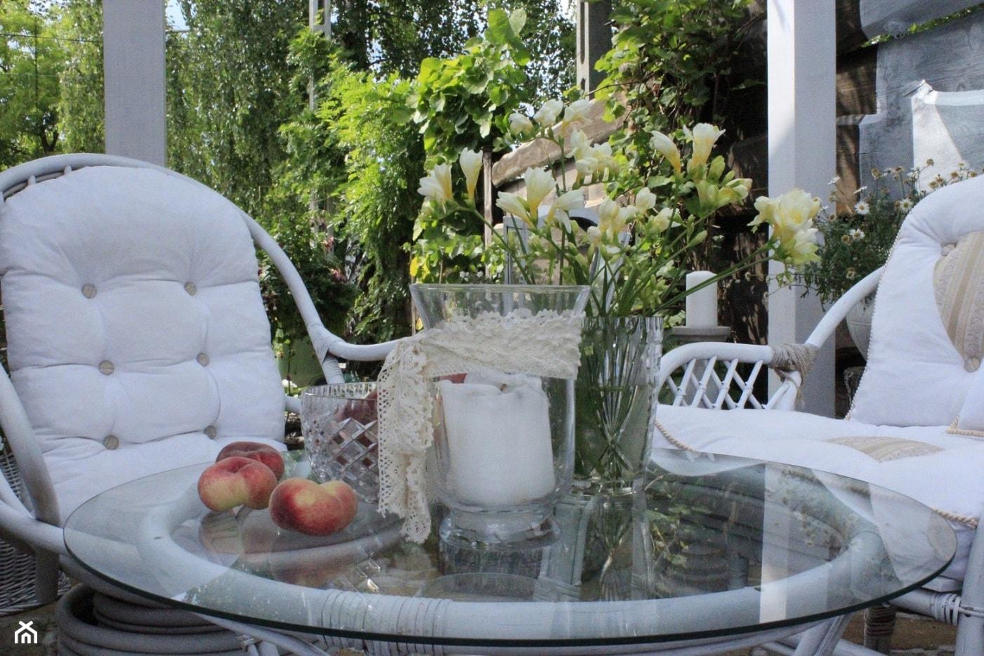 Lato na biały tarasie - zdjęcie od Fajne Wnętrze - Homebook