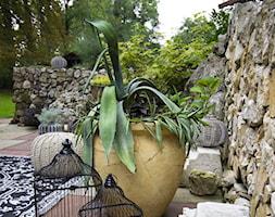 Artystyczne Podwórko - Średni ogród za domem, styl prowansalski - zdjęcie od Marta M