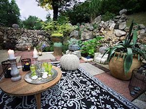 Artystyczne Podwórko - Duży ogród za domem, styl prowansalski - zdjęcie od Marta M