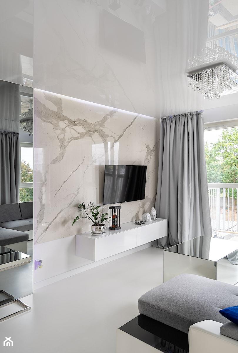 Mirror Apartment - Salon - zdjęcie od Lasak Projektowanie