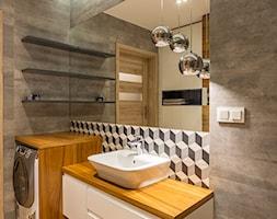Mieszkanie Warszawa, Sadyba - Mała szara łazienka w bloku w domu jednorodzinnym bez okna, styl nowoczesny - zdjęcie od Kameleon - Kreatywne Studio Projektowania Wnętrz - Homebook