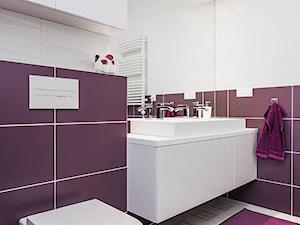 łazienka- Ursynów, Warszawa - Średnia biała fioletowa łazienka, styl nowoczesny - zdjęcie od Kameleon - Kreatywne Studio Projektowania Wnętrz