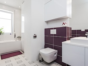 łazienka- Ursynów, Warszawa - Średnia biała fioletowa łazienka w domu jednorodzinnym z oknem, styl nowoczesny - zdjęcie od Kameleon - Kreatywne Studio Projektowania Wnętrz