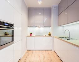 mieszkanie Warszawa, Mokotów - Średnia zamknięta wąska biała kuchnia w kształcie litery u, styl now ... - zdjęcie od Kameleon - Kreatywne Studio Projektowania Wnętrz - Homebook