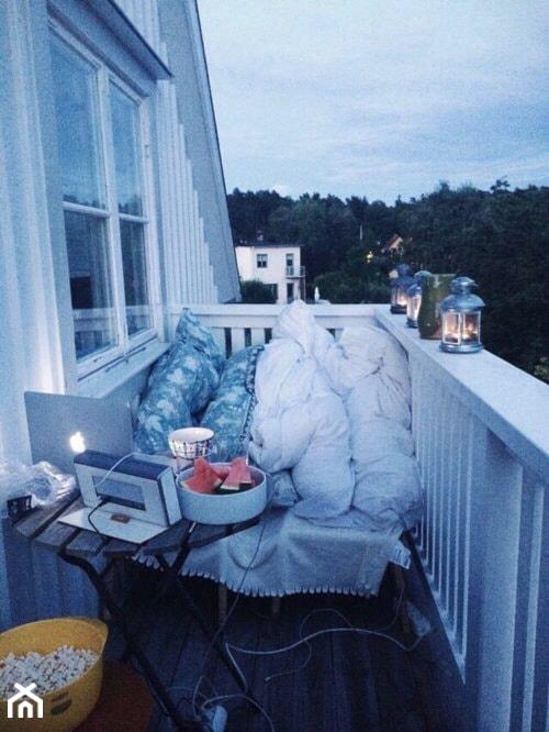 Jak urządzić balkon? - ciekawe pomysły na aranżację przestrzeni balkonowych - Mały taras z tyłu domu, styl skandynawski - zdjęcie od MartaWieclawDesign - Homebook