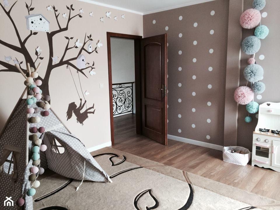 Teepee - magiczny namiot nie tylko dla dzieci - Średni beżowy brązowy pokój dziecka dla chłopca dla ... - zdjęcie od MartaWieclawDesign - Homebook