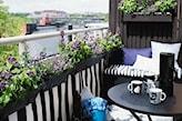 czarne meble na balkon