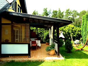 Weekendowa oaza - Duży taras z tyłu domu, styl klasyczny - zdjęcie od Agnieszka Misiun