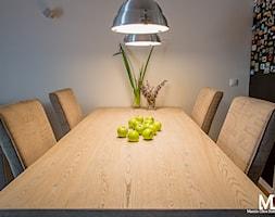 Mieszkanie Ogrody Hallera Wrocław - Mała zamknięta szara jadalnia w kuchni, styl industrialny - zdjęcie od BlueCat Studio
