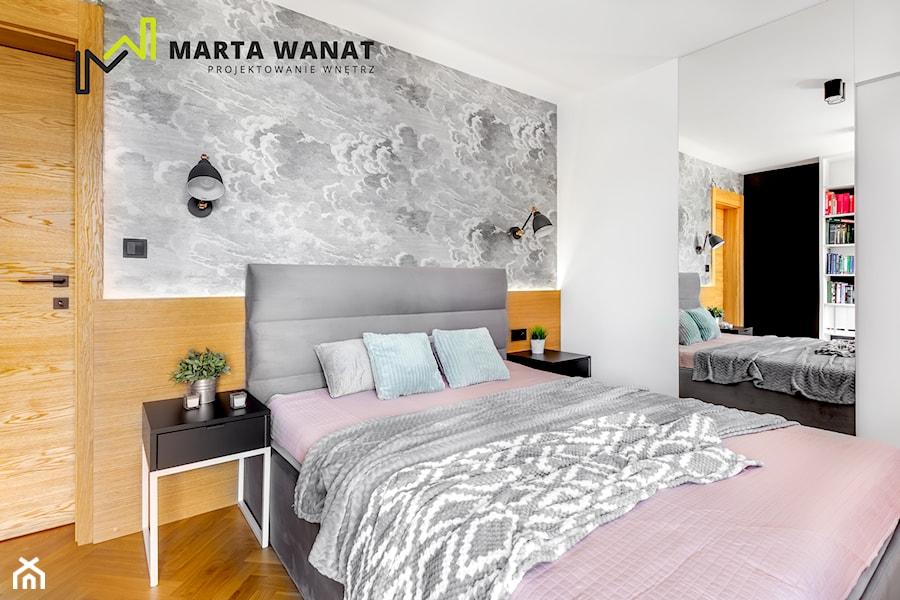 mieszkanie w centrum Krakowa - Mała biała szara sypialnia małżeńska, styl nowoczesny - zdjęcie od Marta Wanat Projektowanie wnętrz