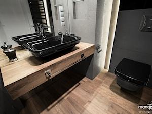 """MIESZKANIE - 52 M2 - BAJECZNA - KRAKÓW - Średnia czarna szara łazienka bez okna, styl glamour - zdjęcie od MANGO STUDIO - projekty wnętrz & wykonawstwo """"POD KLUCZ"""" - ZASTĘPSTWO INWESTORSKIE - projekty wnętrz HoReCa - konsultacje"""