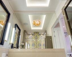 """APARTAMENT STYLOWY BIG - Średnia beżowa kolorowa łazienka w domu jednorodzinnym bez okna, styl klasyczny - zdjęcie od MANGO STUDIO - projekty wnętrz & wykonawstwo """"POD KLUCZ"""" - ZASTĘPSTWO INWESTORSKIE - projekty wnętrz HoReCa - konsultacje"""