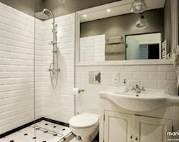 """Średnia biała szara łazienka w bloku bez okna, styl klasyczny - zdjęcie od MANGO STUDIO - projekty wnętrz & wykonawstwo """"POD KLUCZ"""" - ZASTĘPSTWO INWESTORSKIE - projekty wnętrz HoReCa - konsultacje"""