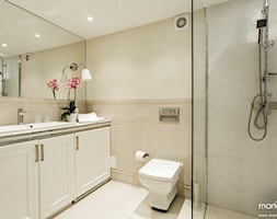 """BOUTIQUE HOTEL - """"IMAGINE APARTMENTS"""" - STAROWIŚLNA 4 KRAKÓW - Średnia beżowa łazienka bez okna, styl klasyczny - zdjęcie od MANGO STUDIO - projekty wnętrz & wykonawstwo """"POD KLUCZ"""" - ZASTĘPSTWO INWESTORSKIE - projekty wnętrz HoReCa - konsultacje"""