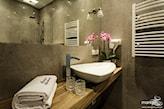 nowoczesna łazienka z umywalką nadblatową