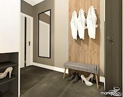 """CICHA PRZYSTAŃ W BEŻACH I POPIELACH - dom 170m2 - Duży szary hol / przedpokój, styl nowoczesny - zdjęcie od MANGO STUDIO - projekty wnętrz & wykonawstwo """"POD KLUCZ"""" - ZASTĘPSTWO INWESTORSKIE - projekty wnętrz HoReCa - konsultacje - Homebook"""