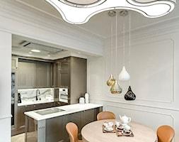 """APARTAMENT STYLOWY BIG - Średnia otwarta szara jadalnia w kuchni, styl klasyczny - zdjęcie od MANGO STUDIO - projekty wnętrz & wykonawstwo """"POD KLUCZ"""" - ZASTĘPSTWO INWESTORSKIE - projekty wnętrz HoReCa - konsultacje"""