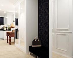 Kamienica na Mokotowie - Średni biały czarny hol / przedpokój, styl klasyczny - zdjęcie od HoH studio - Homebook