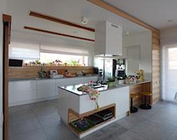kuchnia z półwyspem - zdjęcie od evarte