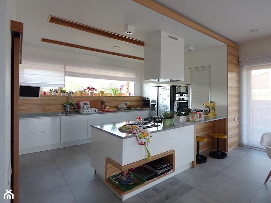 kuchnia z półwyspem - zdjęcie od evarte - homebook