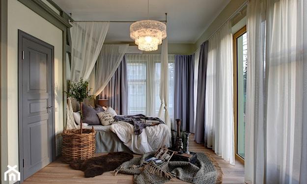 romantyczna sypialnia w jasnych kolorach