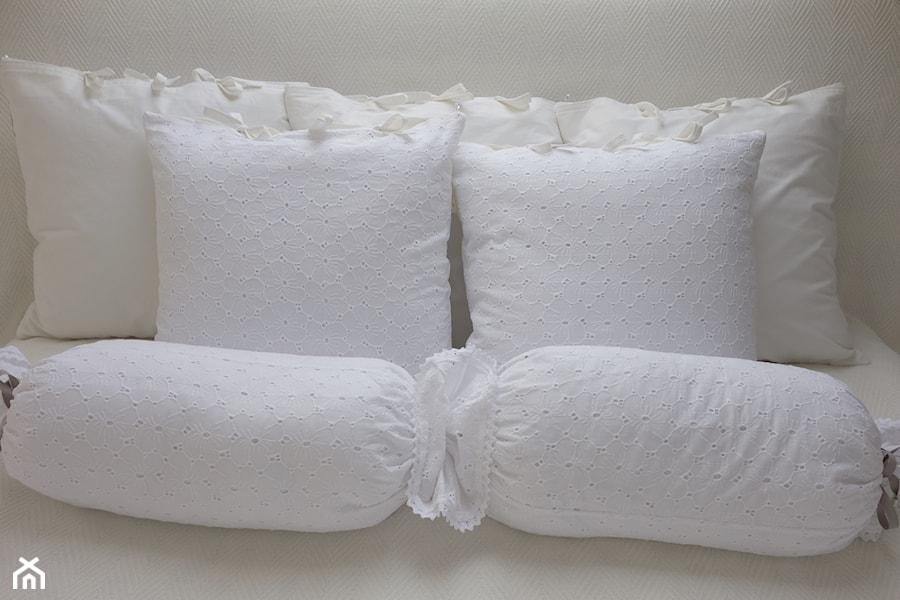 Białe Poduszki Dekoracyjne Kakaduart Zdjęcie Od Kakaduart