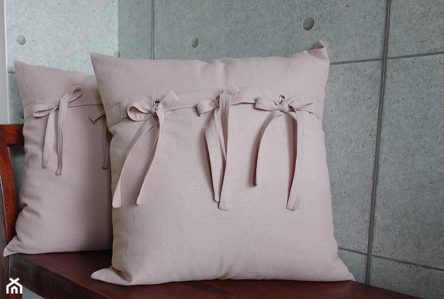 Różowe Poduszki Dekoracyjne Zdjęcie Od Kakaduart Homebook