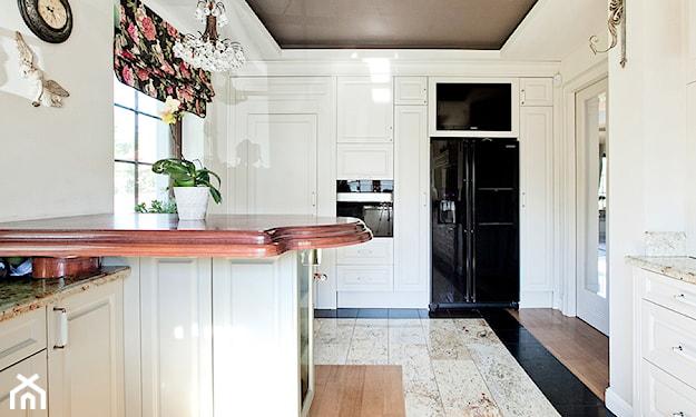 panele na podłodze w kuchni