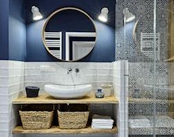 MIESZKANIE NA WILANOWIE - Mała niebieska łazienka w bloku w domu jednorodzinnym bez okna, styl rustykalny - zdjęcie od ZEN Interiors