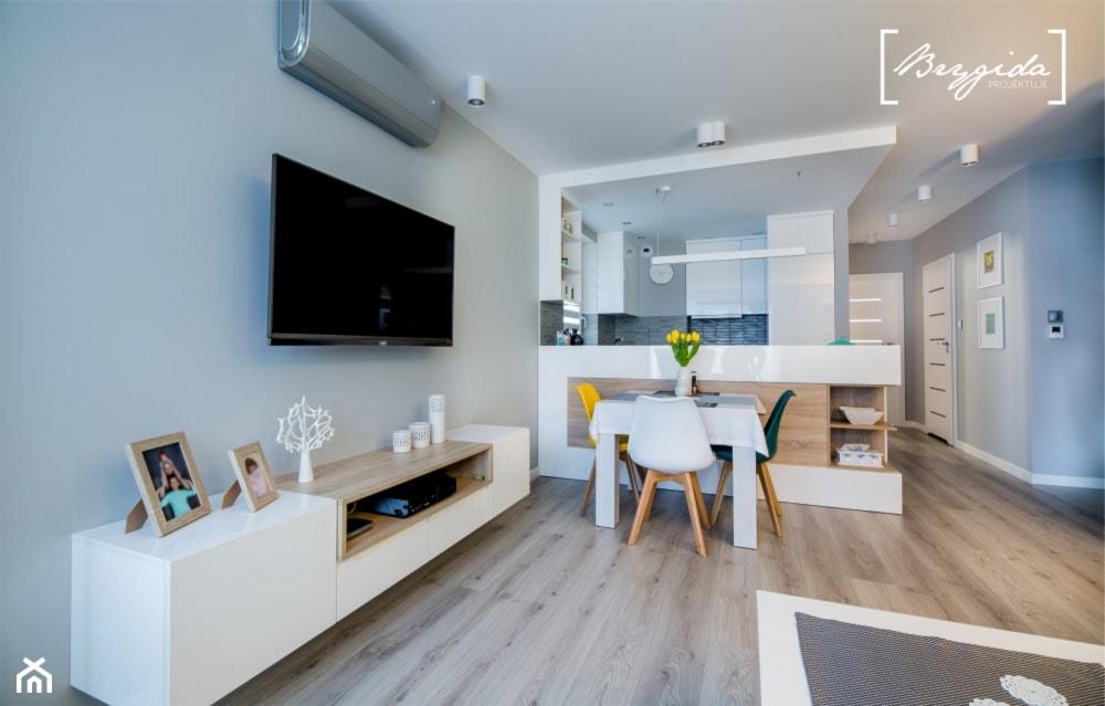 Mieszkanie z turkusem - Mały szary salon z kuchnią z jadalnią, styl nowoczesny - zdjęcie od Brygida Projektuje - Homebook