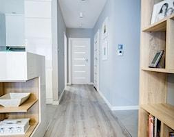 Mieszkanie z turkusem - Hol / przedpokój, styl nowoczesny - zdjęcie od Brygida Projektuje
