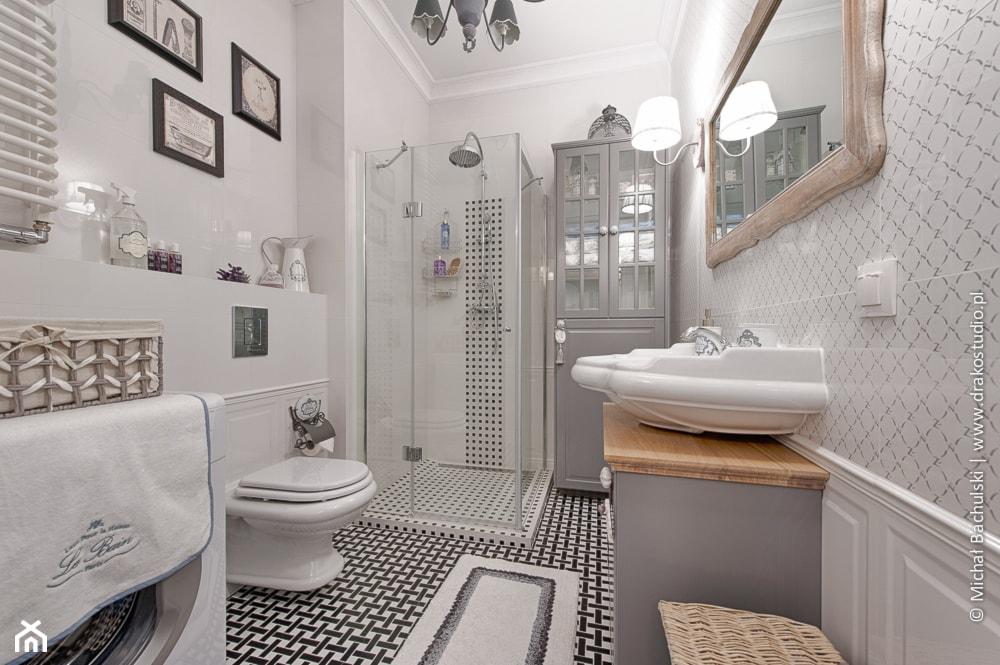 Francuski zakątek ;) - Średnia biała łazienka w bloku w domu jednorodzinnym bez okna, styl prowansalski - zdjęcie od DreamHouse - Homebook