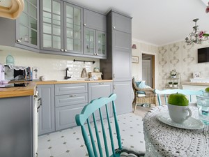 Ludwik w Skandynawii ;) - Średnia otwarta biała beżowa kuchnia w kształcie litery l w aneksie, styl prowansalski - zdjęcie od DreamHouse