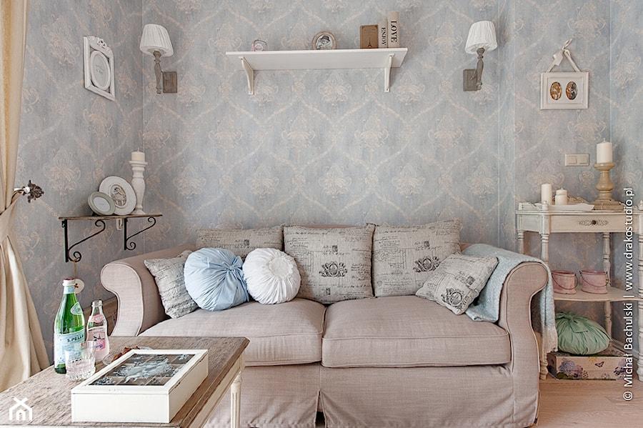 Francuski zakątek ;) - Mały szary salon, styl prowansalski - zdjęcie od DreamHouse