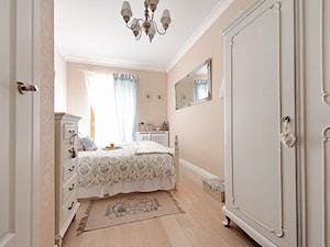 Francuski zakątek ;) - Mała beżowa sypialnia małżeńska, styl prowansalski - zdjęcie od DreamHouse