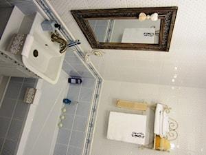 Magiczne 40m2 - Mała szara łazienka w bloku w domu jednorodzinnym bez okna, styl prowansalski - zdjęcie od DreamHouse