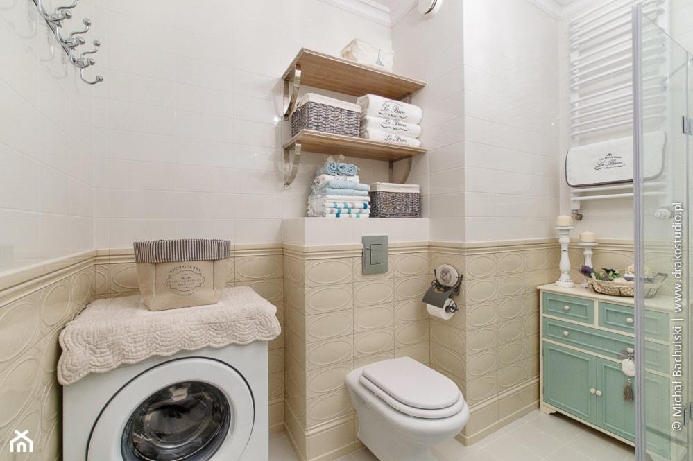 Ludwik w Skandynawii ;) - Mała biała łazienka w bloku w domu jednorodzinnym bez okna, styl prowansalski - zdjęcie od DreamHouse - Homebook