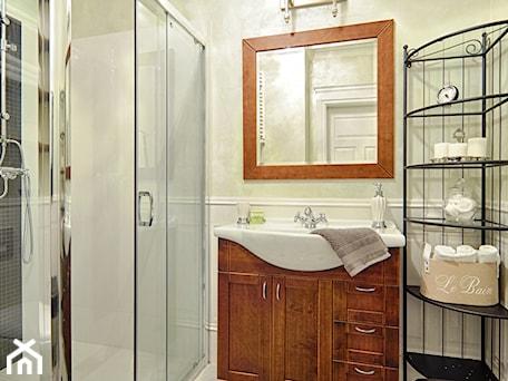 Aranżacje wnętrz - Łazienka: Klimatyczny Kazimierz - Średnia łazienka jako salon kąpielowy, styl prowansalski - DreamHouse. Przeglądaj, dodawaj i zapisuj najlepsze zdjęcia, pomysły i inspiracje designerskie. W bazie mamy już prawie milion fotografii!