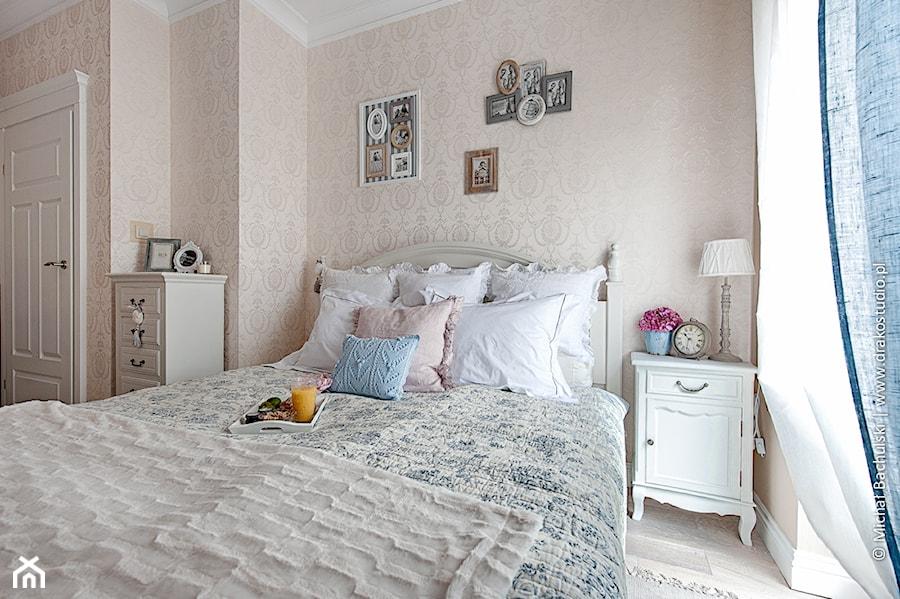 Francuski zakątek ;) - Średnia szara sypialnia małżeńska, styl prowansalski - zdjęcie od DreamHouse