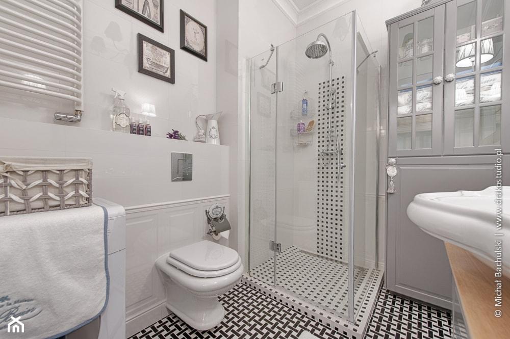 Francuski zakątek ;) - Mała biała łazienka, styl prowansalski - zdjęcie od DreamHouse - Homebook
