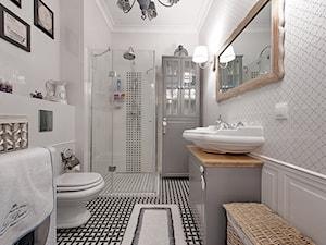 Francuski zakątek ;) - Duża biała łazienka bez okna, styl glamour - zdjęcie od DreamHouse